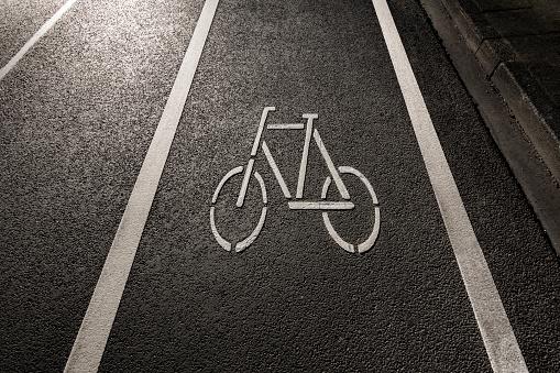 自転車「Bicycle symbol on a bicycle lane」:スマホ壁紙(2)