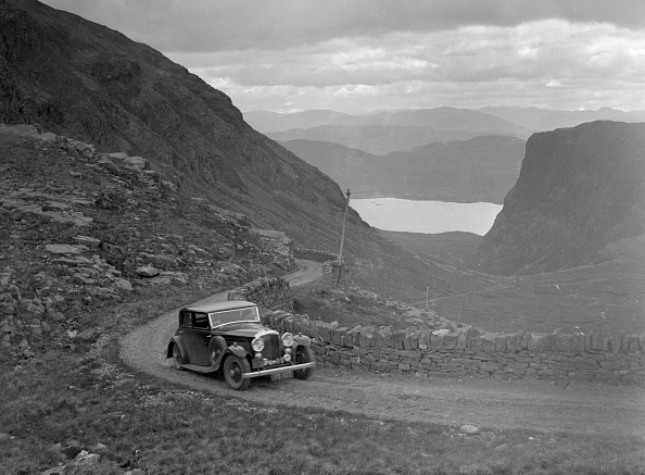 Archival「Bentley with Mulliner body of Miss MB Smith competing in the RSAC Scottish Rally, 1936」:写真・画像(8)[壁紙.com]