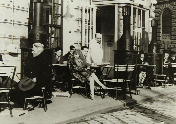 Unrecognizable Person「Heated Terrace In Front Of The Café Landtmann」:写真・画像(9)[壁紙.com]