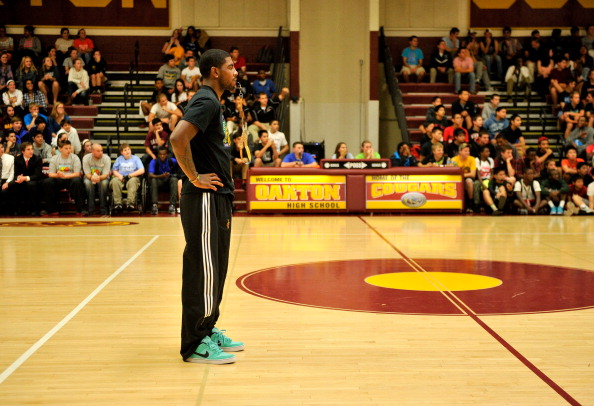 Practicing「2013 Audi Best Buddies Challenge Basketball Clinic Hosted By Cleveland Cavaliers Kyrie Irving」:写真・画像(3)[壁紙.com]