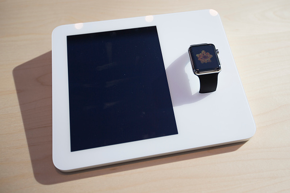 Apple Watch「Apple Previews Its New Watch, As Company Begins To Take Pre-Orders」:写真・画像(1)[壁紙.com]
