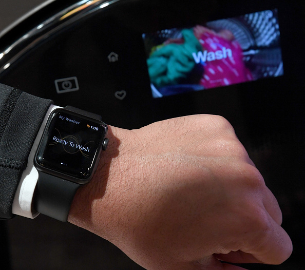 Apple Watch「Latest Consumer Technology Products On Display At Annual CES In Las Vegas」:写真・画像(15)[壁紙.com]