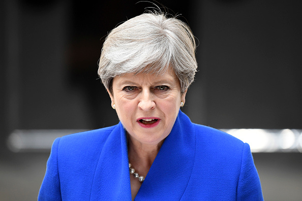 Focus On Foreground「Theresa May Seeks Queen's Permission To Form A UK Government」:写真・画像(12)[壁紙.com]