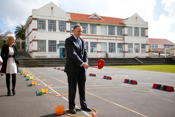 Phil Walter「Prime Minister John Key Announces Funding For Primary Schools In Auckland」:写真・画像(6)[壁紙.com]