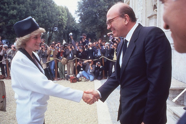 Photography Themes「Prime Minister of Italy Bettino Craxi shakes the hand of Princess Diana during a welcome party for the royalty in Villa Doria Pamphili, Rome 1985」:写真・画像(17)[壁紙.com]