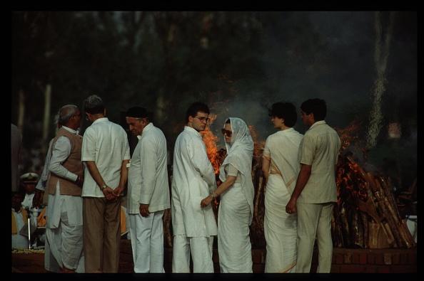 Cremation「Rajiv Gandhis Funeral」:写真・画像(5)[壁紙.com]