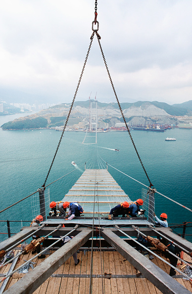 Risk「Fixing the working platform walkway high catwalk between strung cables for the main cable spinning later - Tsing Ma suspension bridge Hong Kong to Lantau」:写真・画像(16)[壁紙.com]