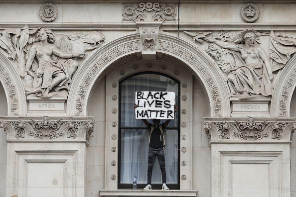 Protestor「Black Lives Matter Movement Inspires Protest In London」:写真・画像(9)[壁紙.com]