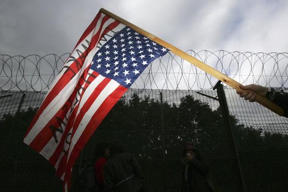 Overcast「Protestors Make Peaceful Blockade At Faslane Submarine Base」:写真・画像(11)[壁紙.com]