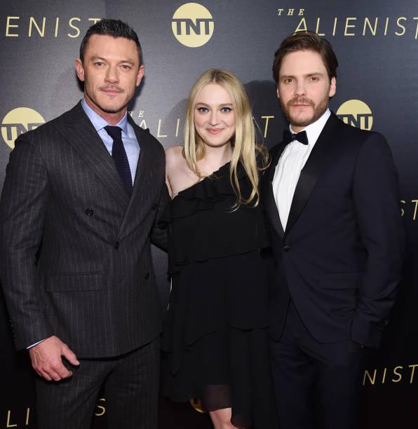 封切り「New York Premiere Of TNT's 'The Alienist' - Arrivals」:写真・画像(6)[壁紙.com]