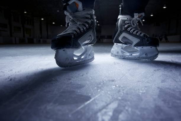 Hockey Skates on Ice:スマホ壁紙(壁紙.com)