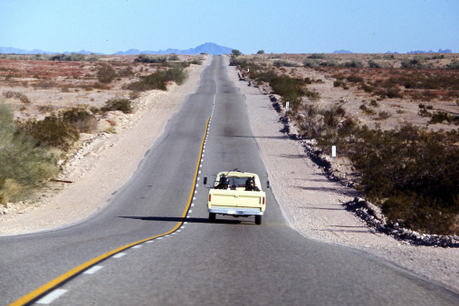 1967「Lonely road in Mojave desert」:スマホ壁紙(18)