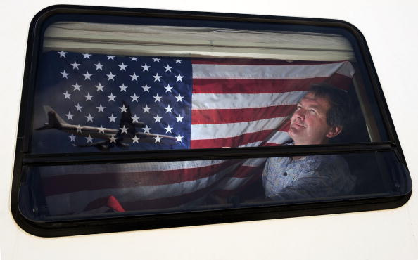 LAX Airport「Parking Lot At LAX Serves As RV Home For Airline Workers Saving On Rent」:写真・画像(18)[壁紙.com]