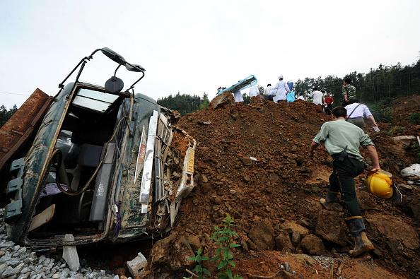 Makeshift「Seven Dead And 17 Missing In Landslide In Guangxi」:写真・画像(14)[壁紙.com]