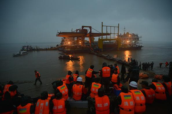 Capsizing「Ship Carrying 458 People Sinks In Yangtze River In Jingzhou」:写真・画像(6)[壁紙.com]