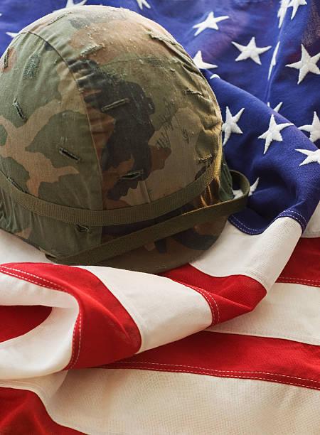 Military helmet on American flag:スマホ壁紙(壁紙.com)