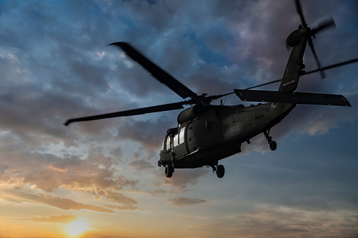 US Military「Military Helicopter flaying at sunset」:スマホ壁紙(12)