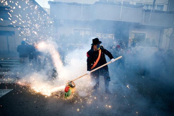 お祭り「Els Enfarinats Festival Celebrated With Flour Fight In Ibi」:写真・画像(1)[壁紙.com]