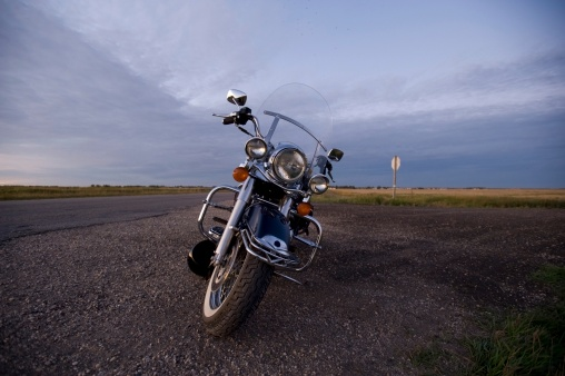 Motorcycle「Mototorcycle on side of road, Manitoba, Canada」:スマホ壁紙(7)
