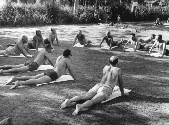 Yoga「Park Exercises」:写真・画像(16)[壁紙.com]
