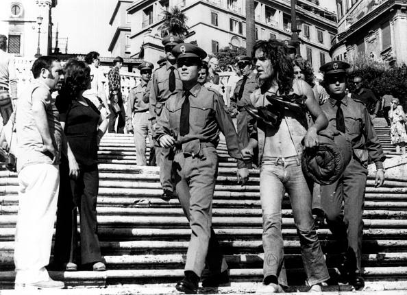 Town Square「Arresting A Hippy」:写真・画像(13)[壁紙.com]