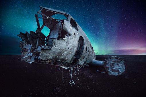 Airplane Crash「Aurora borealis and old plane crashed in Iceland」:スマホ壁紙(5)