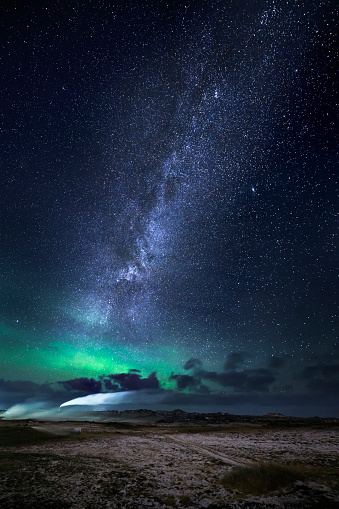 Space and Astronomy「Aurora Borealis with the Milky Way Galaxy, Reykjanes Peninsula, Iceland」:スマホ壁紙(2)
