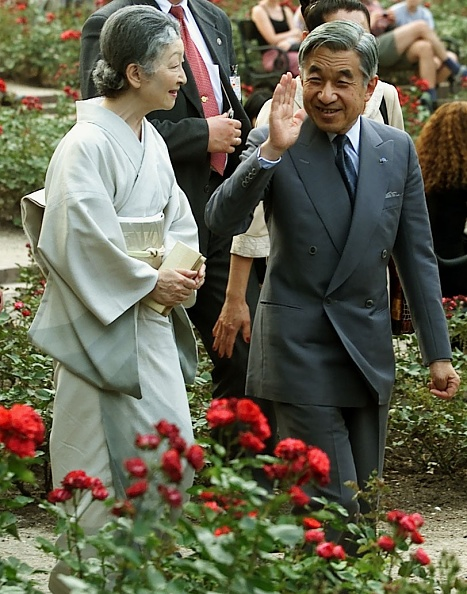 Empress Michiko「Visit of the Emperor of Japan Akihito with his wife in Poland」:写真・画像(15)[壁紙.com]