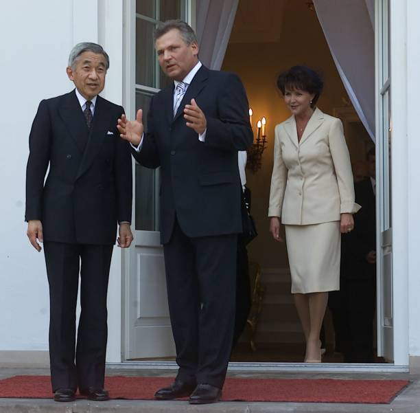 Visit of the Emperor of Japan Akihito with his wife in Poland:ニュース(壁紙.com)