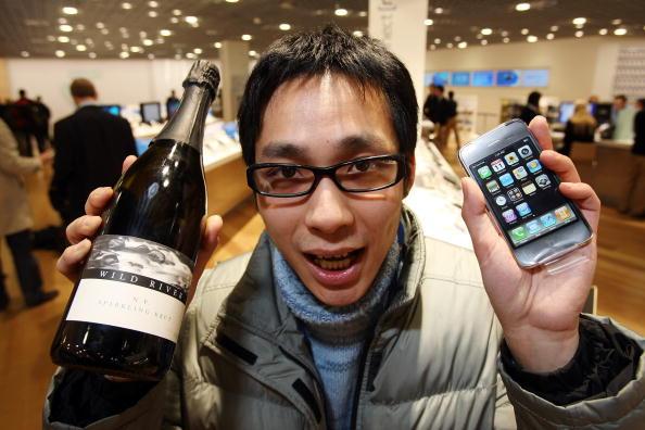 Big Tech「Apples iPhone Arrives In Australia」:写真・画像(3)[壁紙.com]
