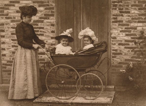 Brick Wall「Woman And Children In A Pushchair」:写真・画像(16)[壁紙.com]
