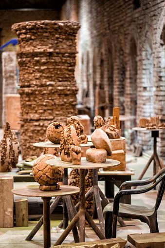Art And Craft「Sculptors working place」:スマホ壁紙(18)