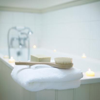 Comfortable「Bathroom accessories by bath tub」:スマホ壁紙(5)