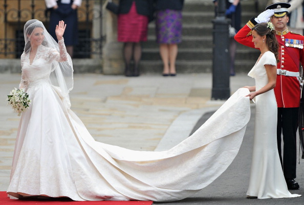 Attending「Royal Wedding - Wedding Guests And Party Make Their Way To Westminster Abbey」:写真・画像(8)[壁紙.com]