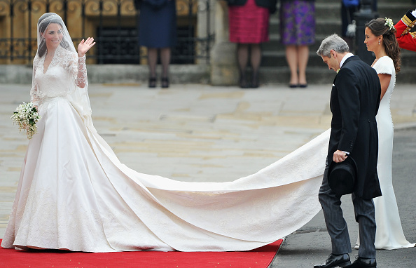 Sleeved Dress「Royal Wedding - Wedding Guests And Party Make Their Way To Westminster Abbey」:写真・画像(18)[壁紙.com]