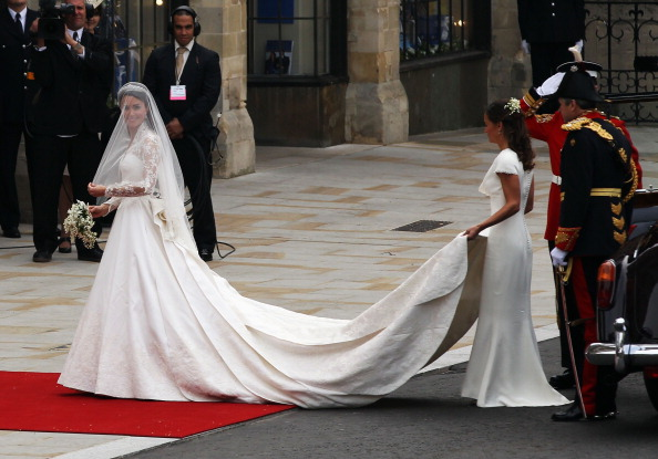 Bride「Royal Wedding - Wedding Guests And Party Make Their Way To Westminster Abbey」:写真・画像(7)[壁紙.com]