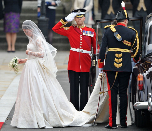 Wedding Dress「Royal Wedding - Wedding Guests And Party Make Their Way To Westminster Abbey」:写真・画像(1)[壁紙.com]