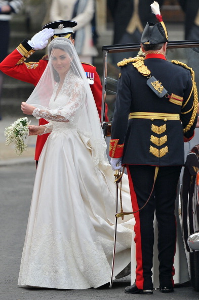 Sarah Burton for Alexander McQueen「Royal Wedding - Wedding Guests And Party Make Their Way To Westminster Abbey」:写真・画像(16)[壁紙.com]