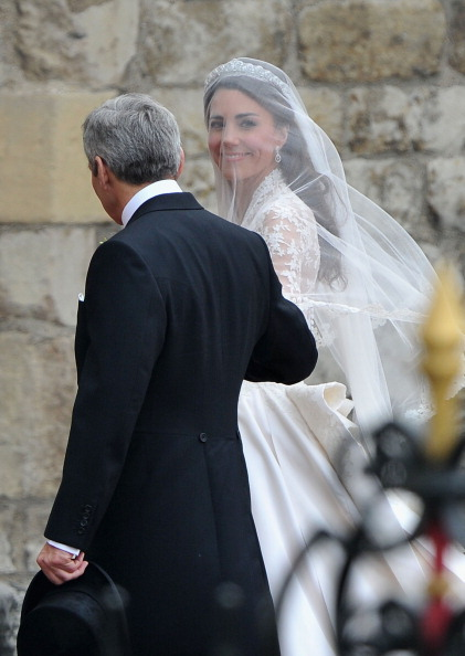 Sarah Burton for Alexander McQueen「Royal Wedding - Wedding Guests And Party Make Their Way To Westminster Abbey」:写真・画像(18)[壁紙.com]