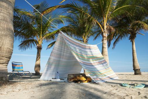 Flip-Flop「Tent and chair on beach」:スマホ壁紙(4)