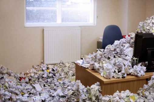 Document「huge pile of rubbish covering office」:スマホ壁紙(13)