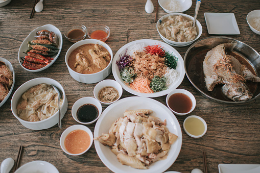 Family Reunion「table top view chinese new year eve family reunion dinner dishes on table chicken fish」:スマホ壁紙(10)