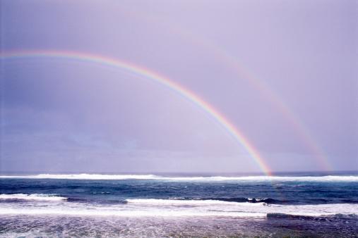 虹「Rainbow over ocean horizon」:スマホ壁紙(11)
