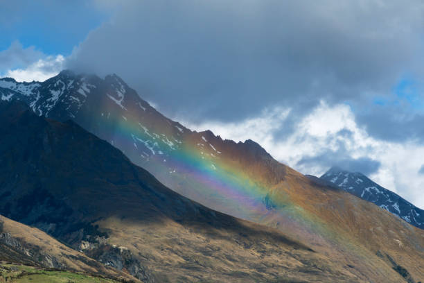 Rainbow over a mountains near Glenorchy.'n:スマホ壁紙(壁紙.com)