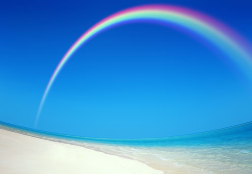 虹「Rainbow over beach」:スマホ壁紙(1)