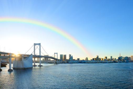 虹「Rainbow over Rainbow Bridge, Minato ward, Tokyo Prefecture, Honshu, Japan」:スマホ壁紙(1)