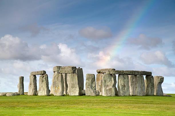 Rainbow over Stonehenge, Salisbury Plain:スマホ壁紙(壁紙.com)