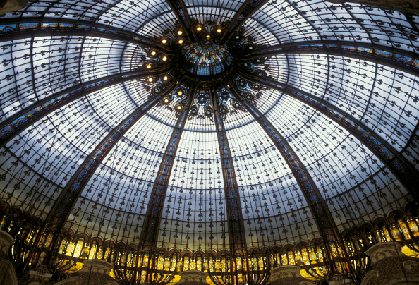 Ceiling「The vast glass dome on top of the Paris Galleries Lafayette, one of the most admire coupole in the world.」:写真・画像(14)[壁紙.com]