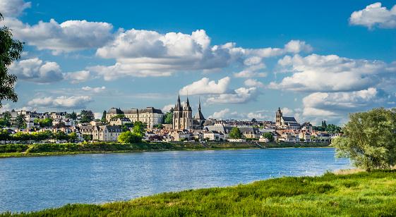 Loire Valley「Blois on the Loire River」:スマホ壁紙(7)