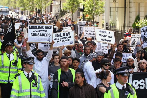 Europe「Protestors Attend Pro Osama Bin Laden Demonstration Outside US Embassy」:写真・画像(16)[壁紙.com]